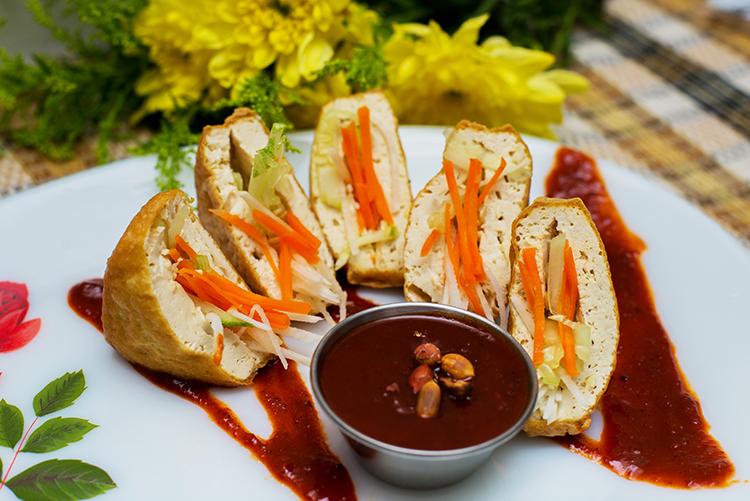 Tauhu Sumbat with Peanut Sauce